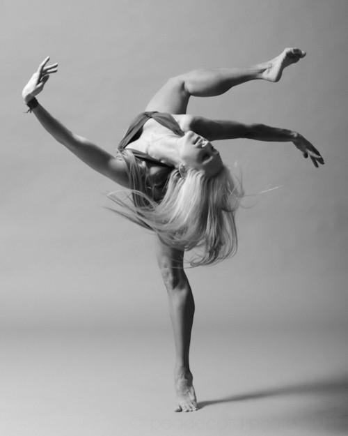 žena v taneční pozici